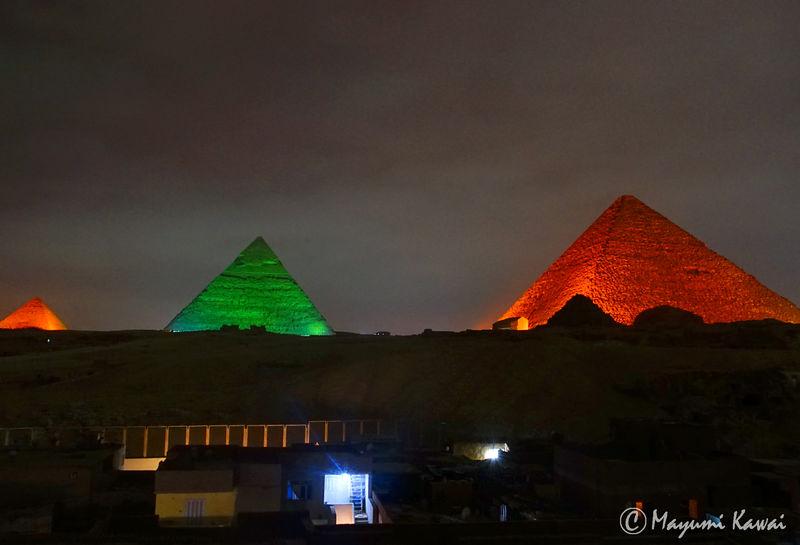 宿からお得に無料鑑賞も!エジプトピラミッド「音と光のショー」