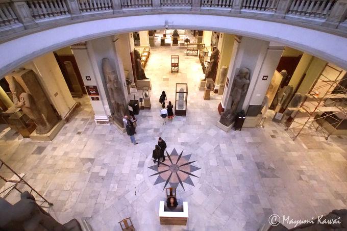 1階グランドフロアは時代別の彫刻・レリーフがメイン