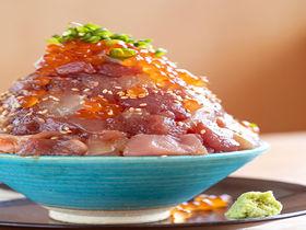 ウニとろイクラに網代サバ!贅沢海鮮「熱海駅前・おさかな丼屋」