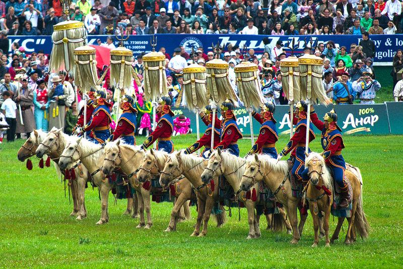 モンゴル最大の祭典「ナーダム」相撲に弓馬、男たちの熱き闘い!