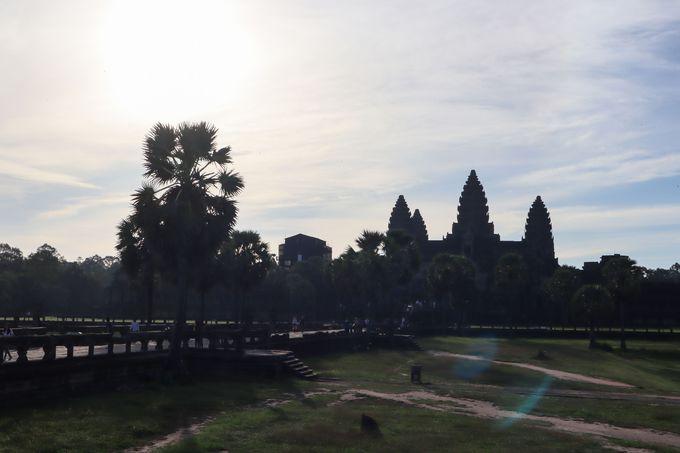 カンボジア旅行にツアーで行く場合の相場は?