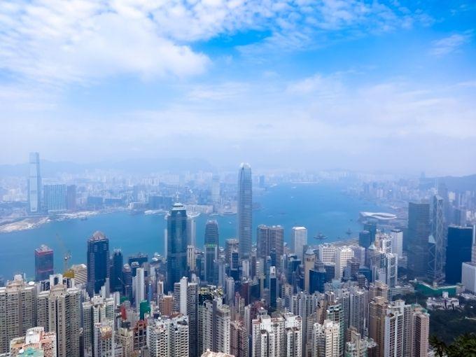 香港行き航空券が高い時期はいつ?