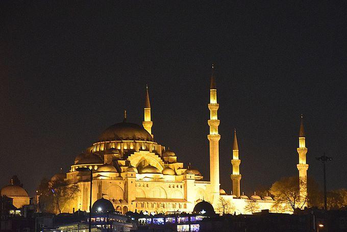 イスタンブール経由便を利用し、トルコ観光も楽しもう