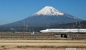 東海道新幹線に大きな荷物を持ち込む方法 - 特大荷物スペースつき座席を解説