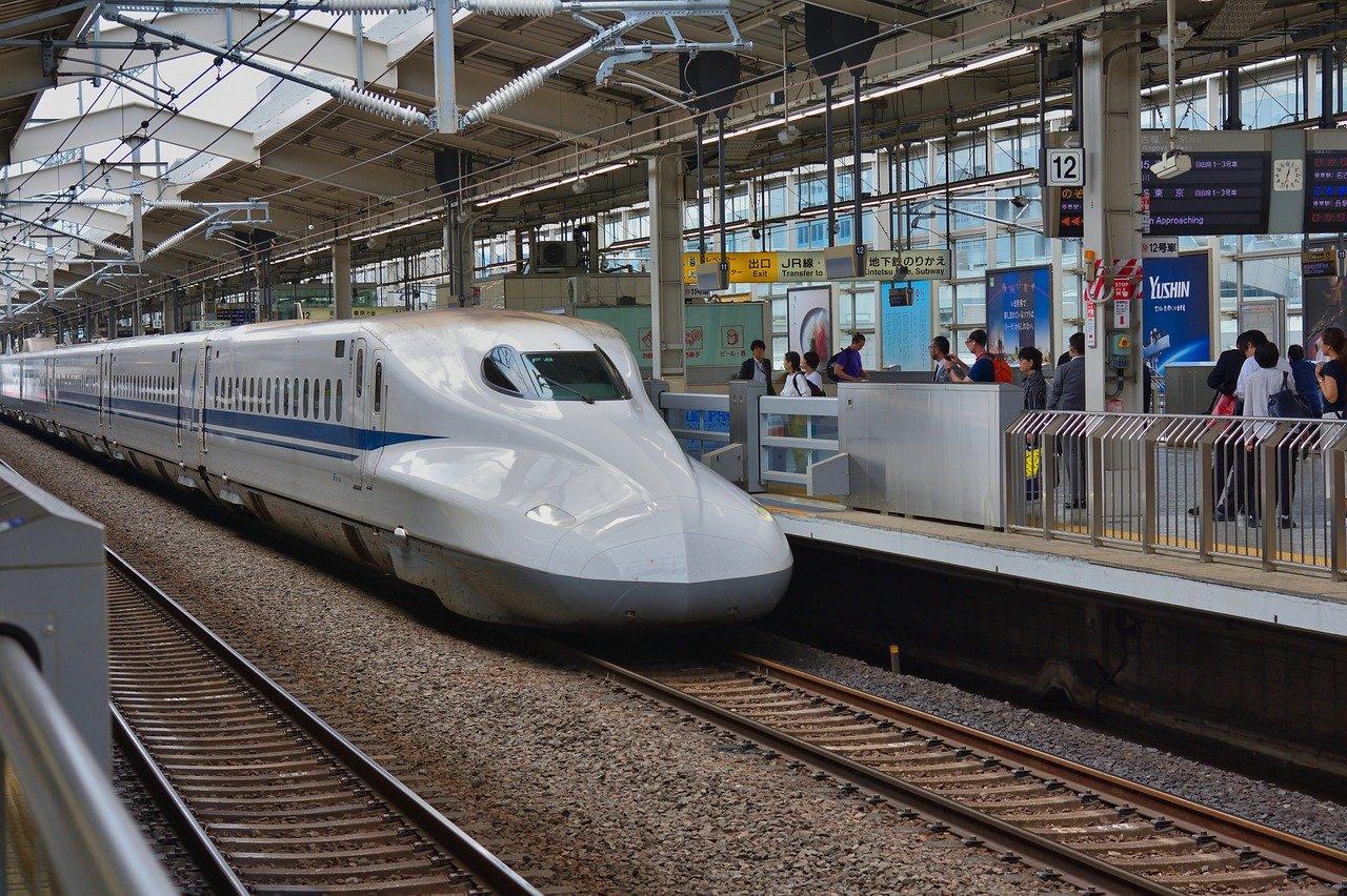 繁忙期の新幹線の空席状況は?いつ買えばいい?