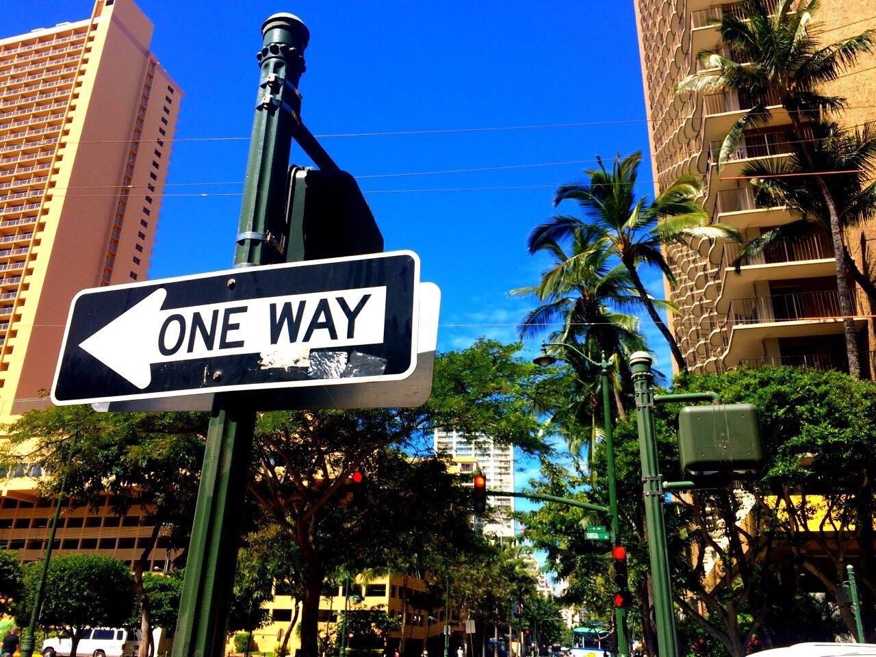 ハワイの主な交通はバス、トロリー、タクシー、レンタカー
