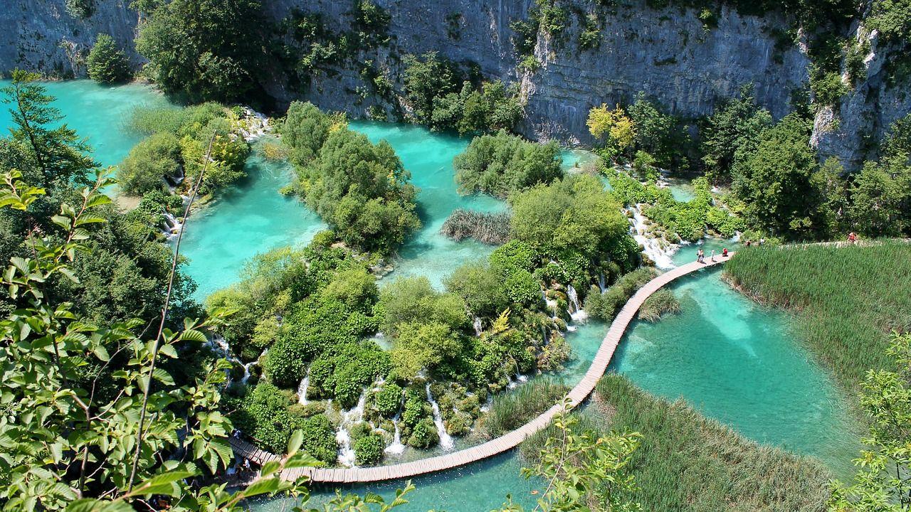 中世の街並みザグレブから国立公園まで、クロアチアのどこを旅するか