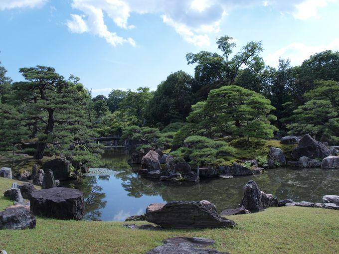 表情さまざま、日本庭園の池泉