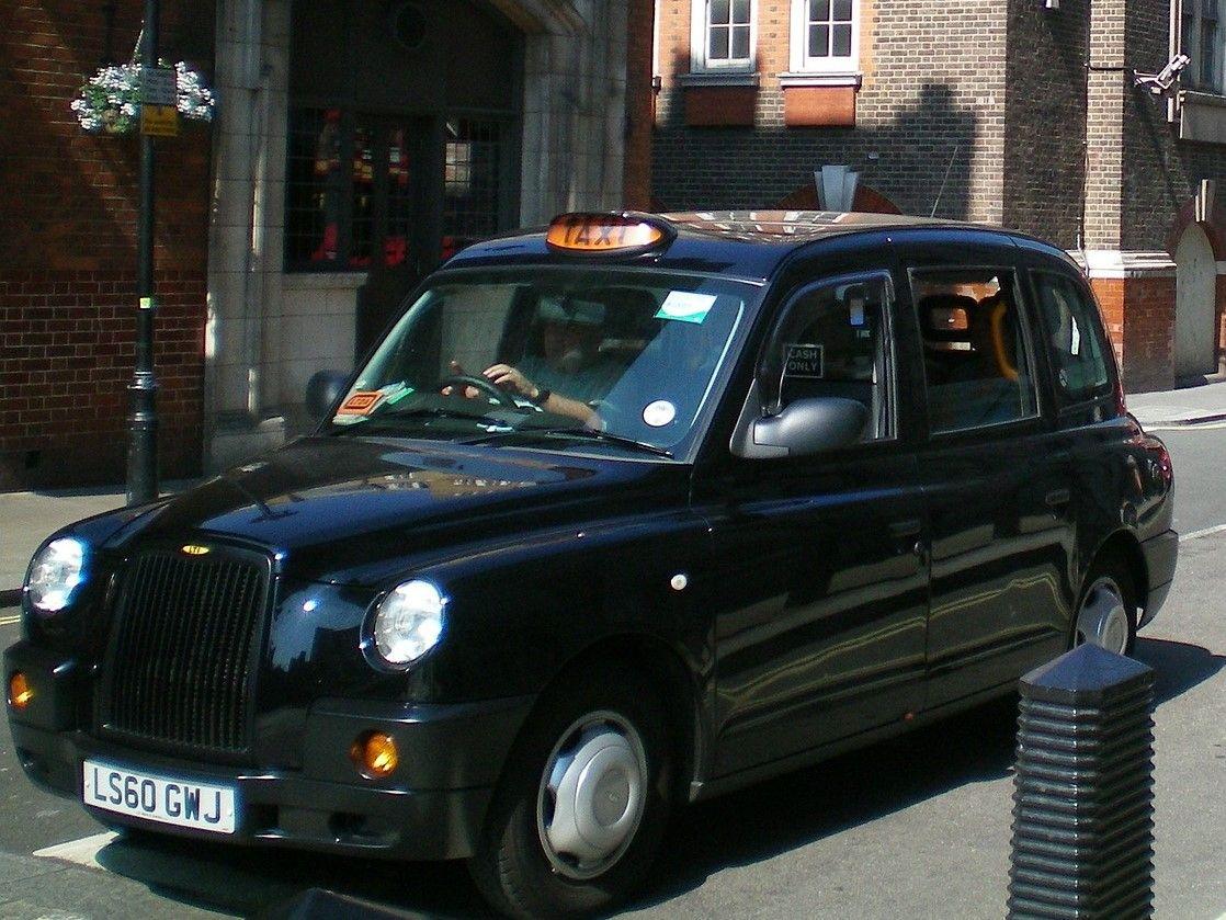 ドア ツー ドアで移動したい人はタクシーを利用しよう