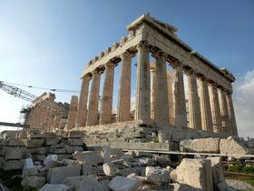 ギリシャではどこに泊まる?定番観光地とホテルの特徴をご紹介