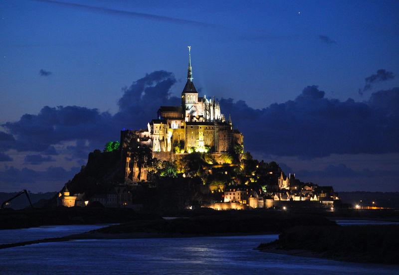 フランス旅行の持ち物リスト!必需品からあると便利なグッズまで徹底解説