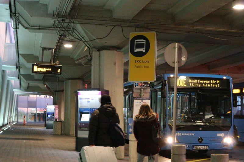 デアーク・フェレンツ広場へ行くなら直通バス(100E)!