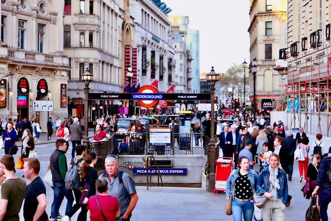 ロンドン一番の繁華街〜ピカデリー・サーカス駅周辺〜