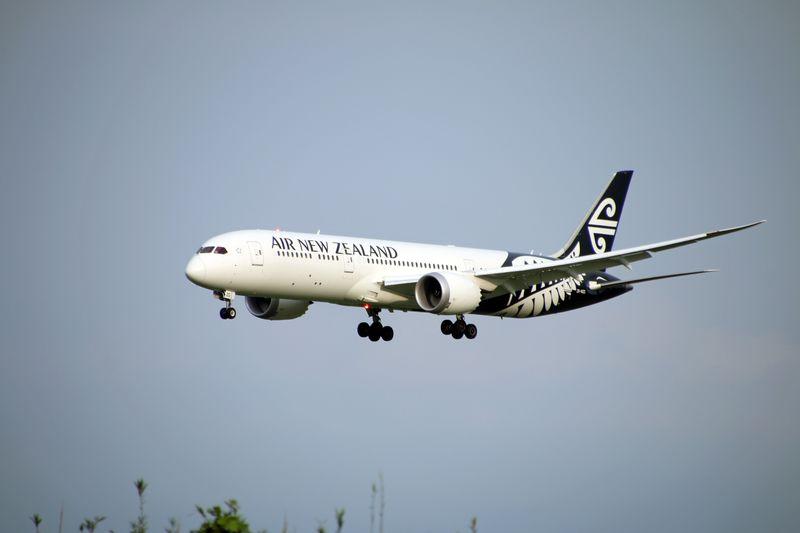 世界で高評価のニュージーランド航空!横に寝られるエコノミーで快適フライト