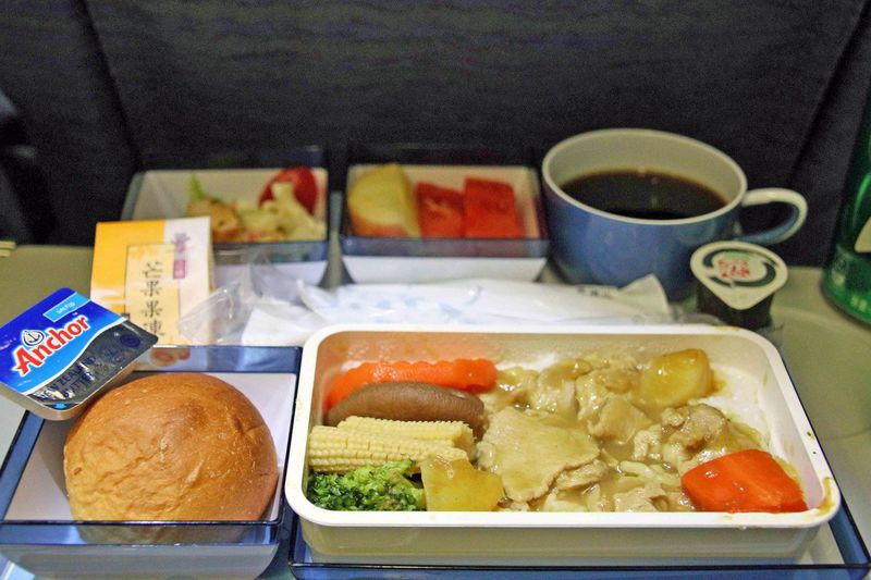 座席と機内食について