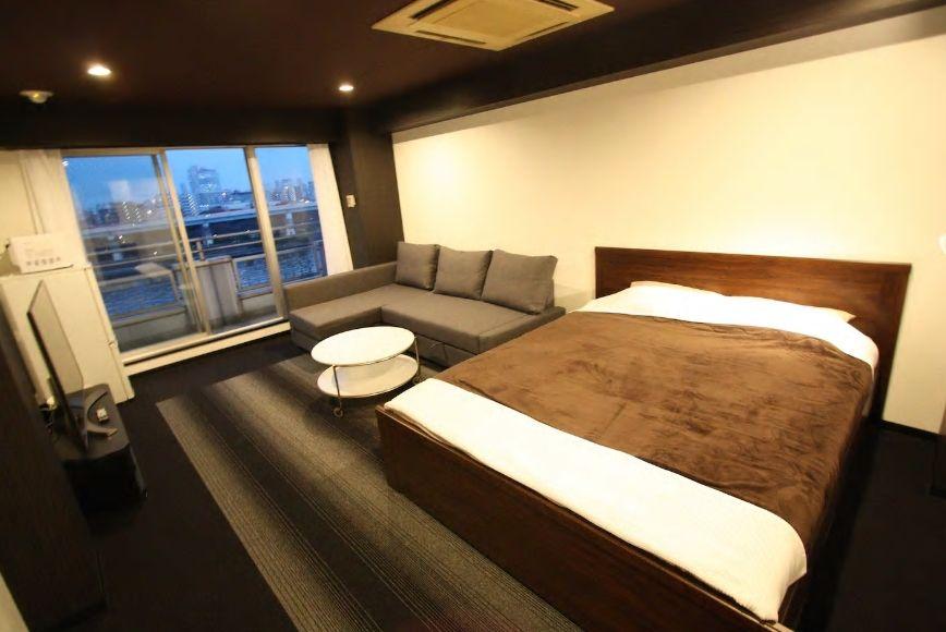 2.隅田川を真下に望むマンションの1フロアを貸し切りで