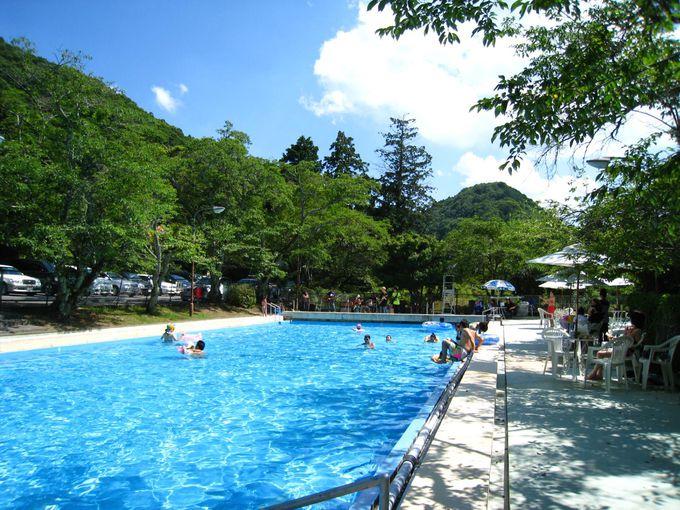 大きな屋外プールが魅力「あまみ温泉 南天苑」