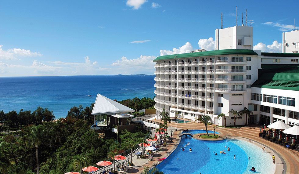 東シナ海の眺望が美しい「沖縄かりゆしビーチリゾート・オーシャンスパ 」