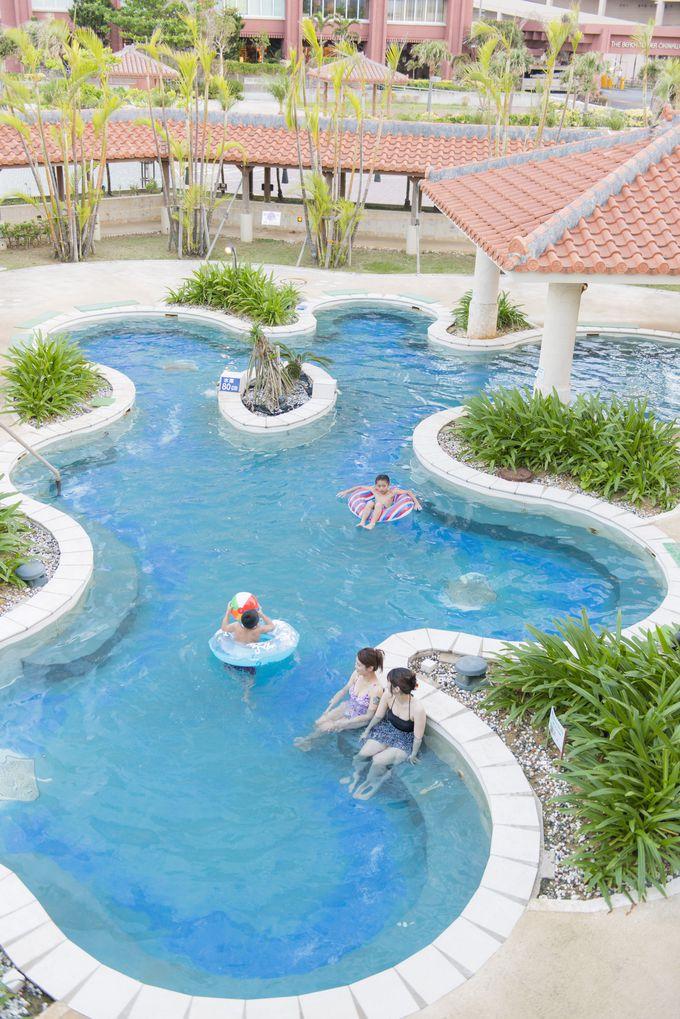 温泉を利用したヒーリングプールでリラックスできる「ザ・ビーチタワー沖縄」