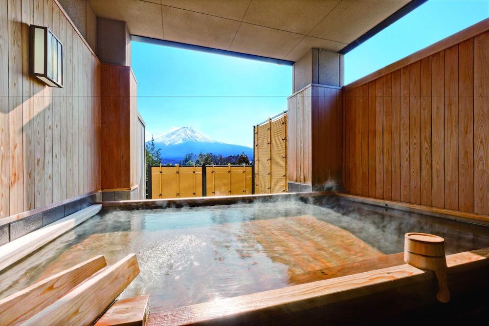 3.富士山を見ながら温泉を楽しめる「若草の宿丸栄」