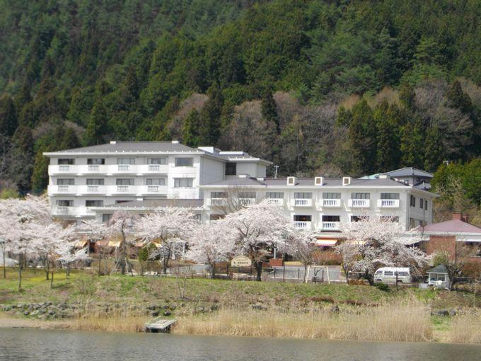 ワイン露天風呂やおいしい食事を満喫できる「河口湖温泉 足和田ホテル」