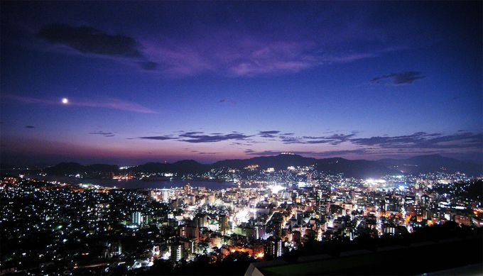 夜景を見ながら、美味しい夕食を楽しめる「矢太樓」