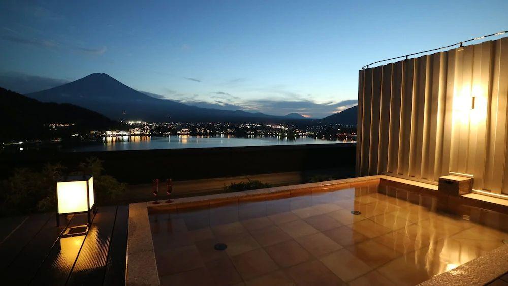 4.富士河口湖温泉 湖のホテル