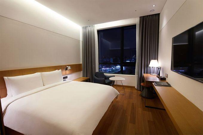10.Standard Hotel