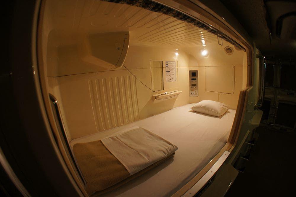 2.カプセルホテル新宿510
