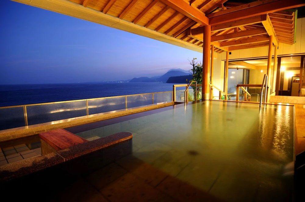午後:日帰り旅行の最後は「稲取東海ホテル湯苑」で温泉