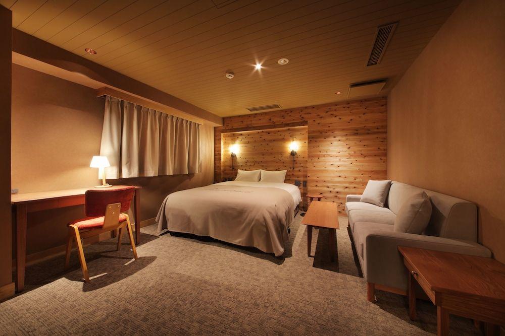 2.UNWIND HOTEL&BAR
