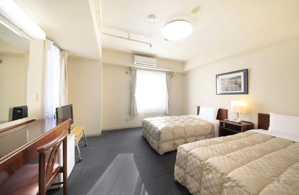 6.新宿アーバンホテル