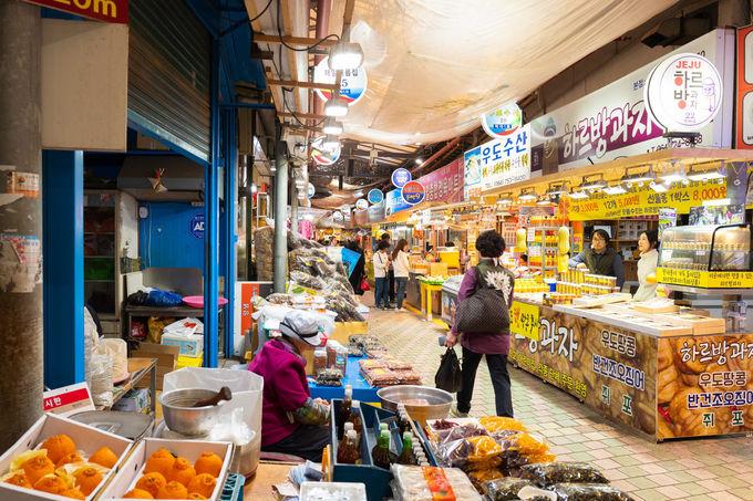 8.食べ歩きが楽しい!「東門伝統市場」