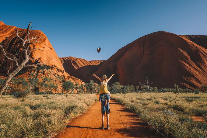 【ウルル】一度は見たい!世界最大級の一枚岩