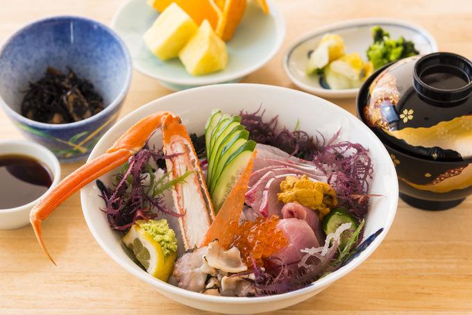 1日目昼:「荒磯館」で海を見ながら海鮮丼