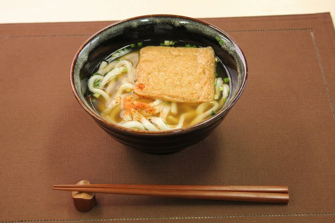 大阪の人々がこよなく愛するローカルグルメを注文しよう!
