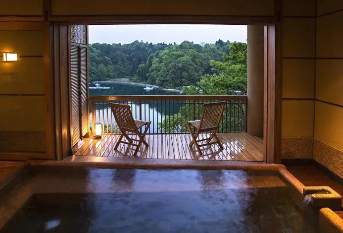 7.洞窟風呂の宿 百楽荘/能登町