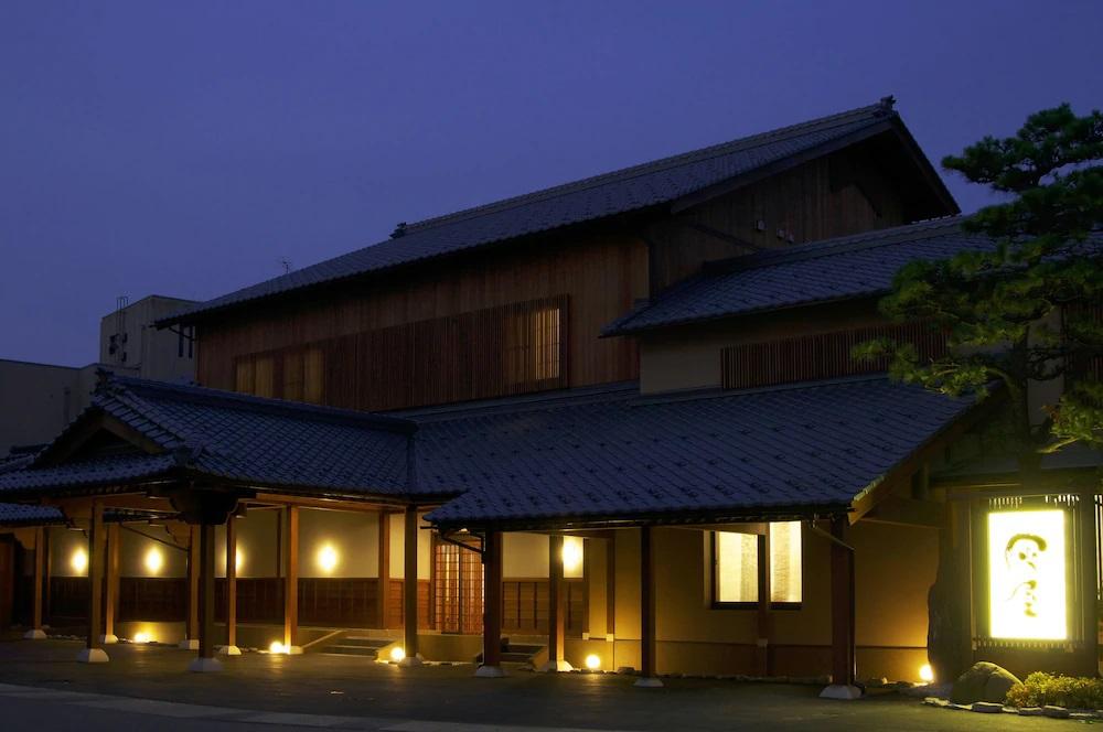 4.伝統旅館のぬくもり灰屋
