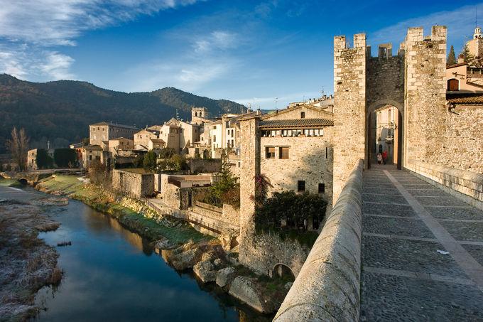 ジローナ:中世カタルーニャ建築の名残が見られるバザルー