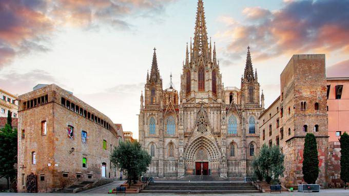 バルセロナ:言葉を失うほど美しい!必見のカテドラル