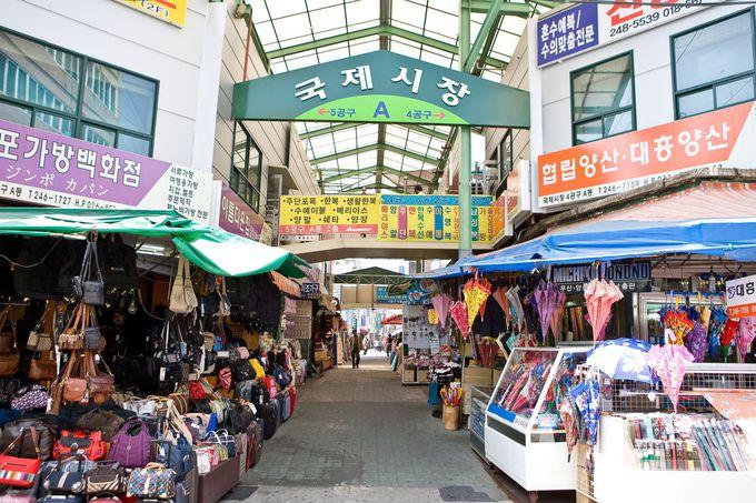 「国際市場」は約1200もの店が並ぶ、釜山最大の市場