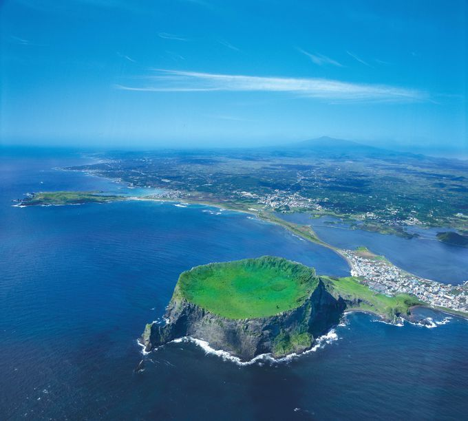 世界自然遺産にも登録されている「城山日出峰」