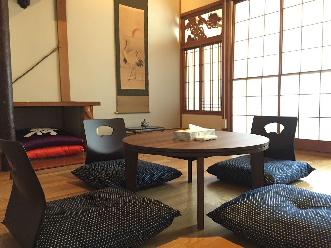 1. 伝統的な家をゲストハウスに改装/富山市