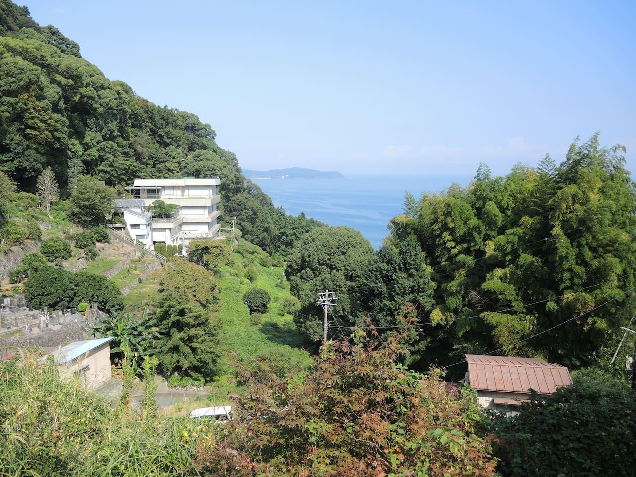 1. 窓から海が見える広々ルーム/熱海市