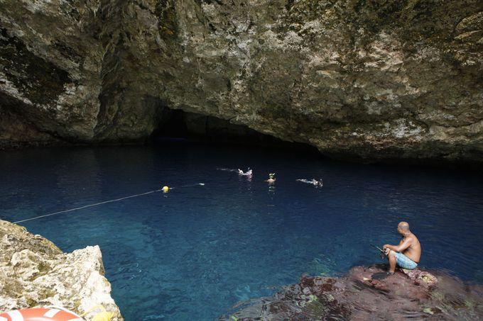 2.サイパンにこんな絶景が!青の洞窟「グロット」