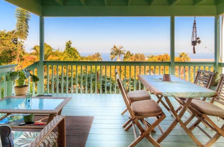 5.コーヒー畑に囲まれた海を望む高台で暮らすように滞在
