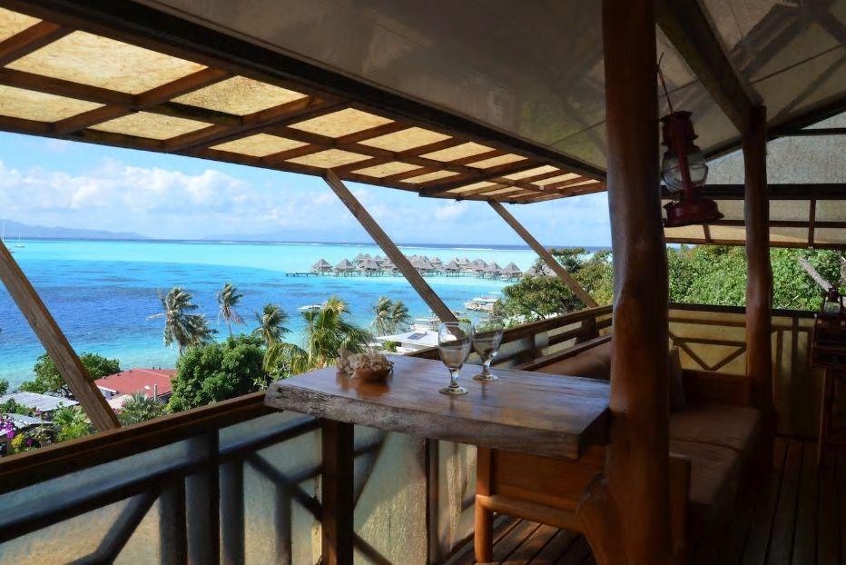 10.太平洋の真珠 ボラボラ島にある海一望の一軒家を貸切で