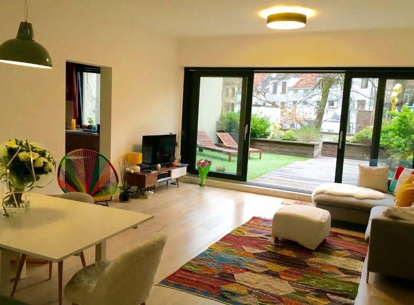 6.大きな庭付きの広々アパートメント