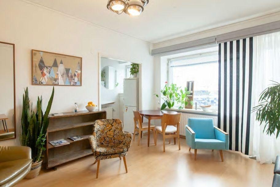 1.交通至便、アパート8階の眺望の良いお部屋