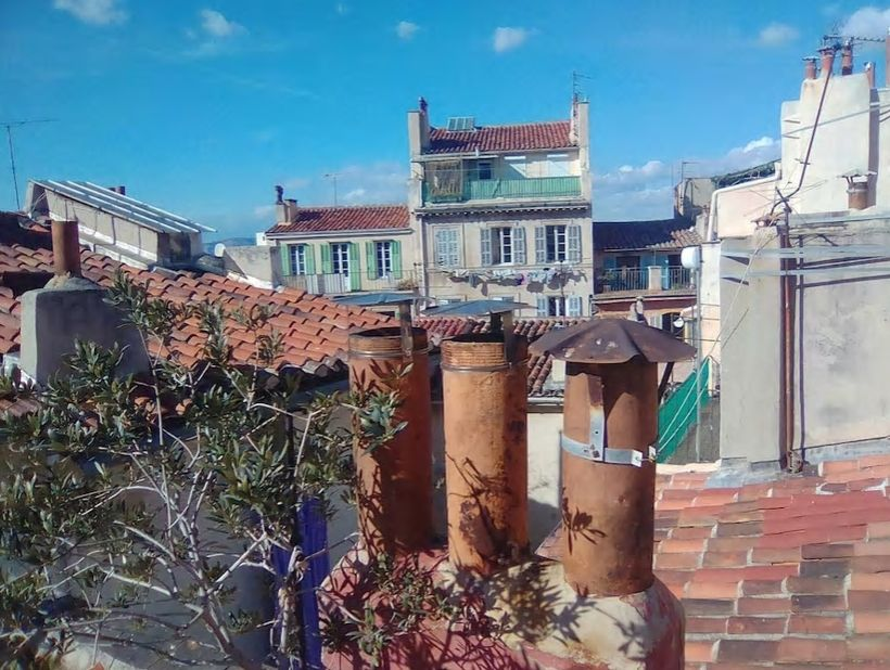 5.屋上には古い街並みを見下ろすテラスが